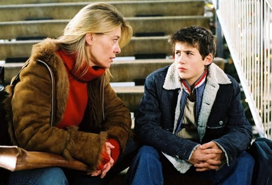 Christo (Ioannis Tsialas) and his new teacher ( Barbara Rudnik) in Ghetto Kids (2002)