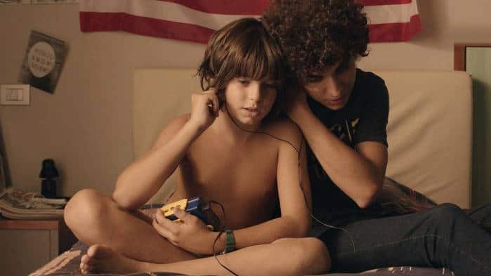 Tommaso ( Tommaso Neri) and his brother Andrea (Vittorio Gianotti)