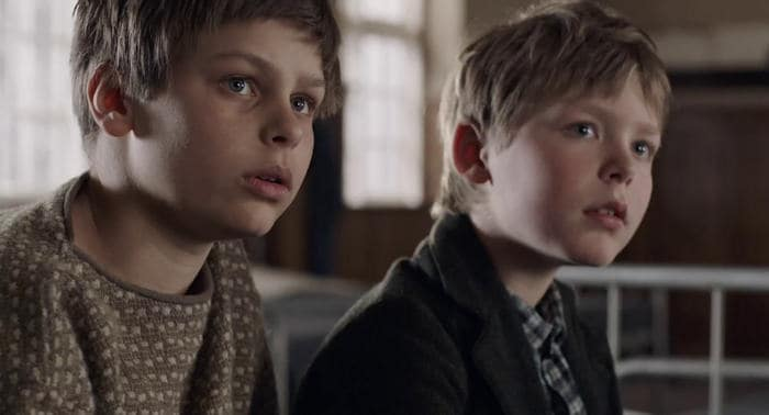Elmer (Harald Kaiser Hermann) and his older brother Erik (Albert Rudbeck Lindhardt)